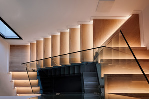 wooden-stairs-modern-house_1268-14357.jp