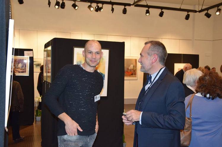 Da sinistra il pittore Tom De Bondt e Laurent Marion presidente di Aquareve