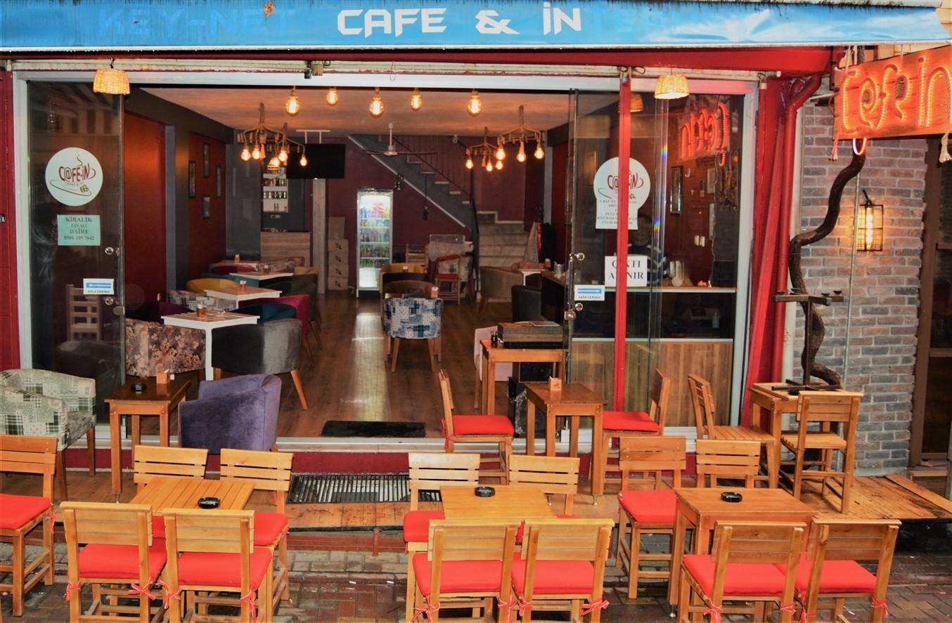 Cafe in (9)