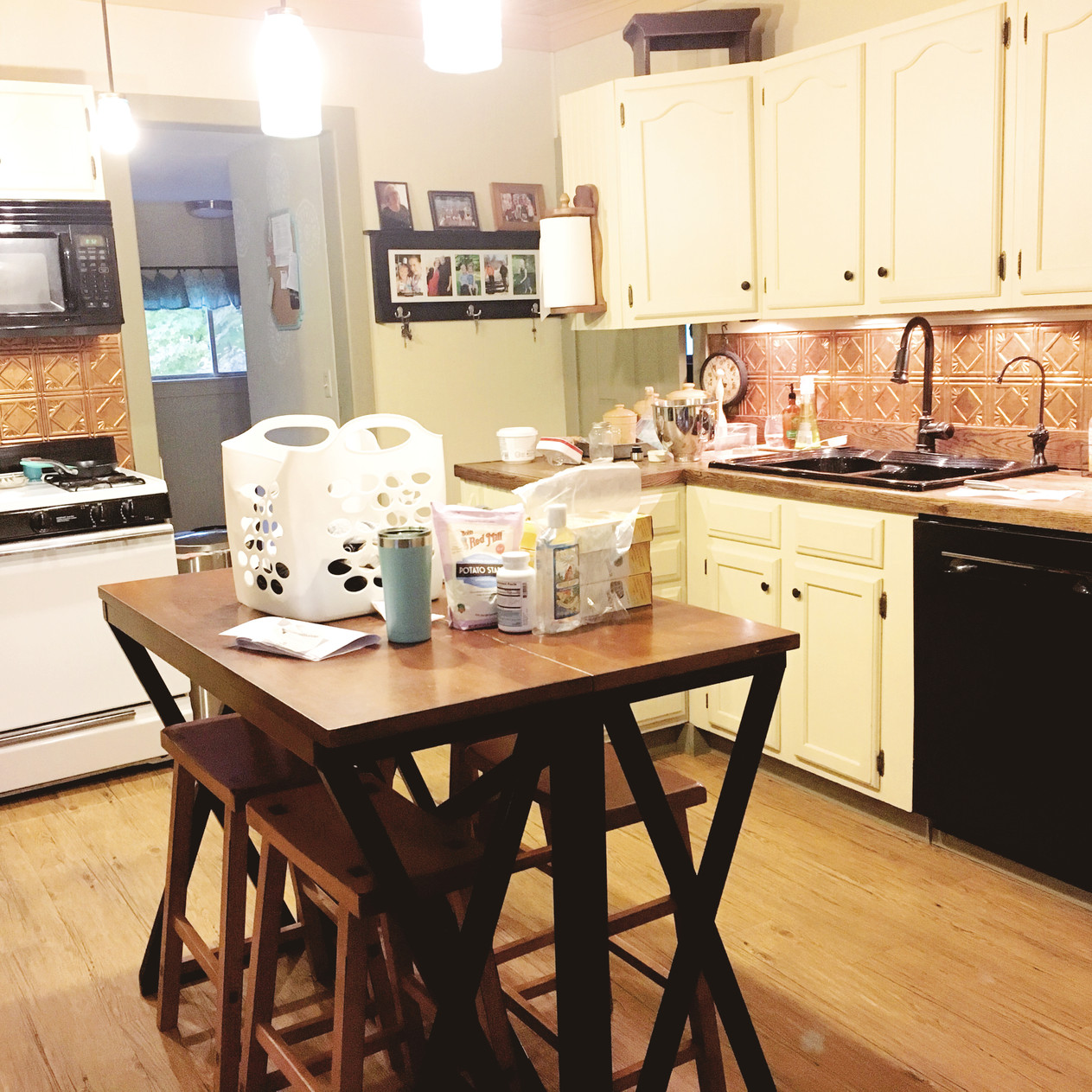 kitchen before decluttering: ready for Christmas