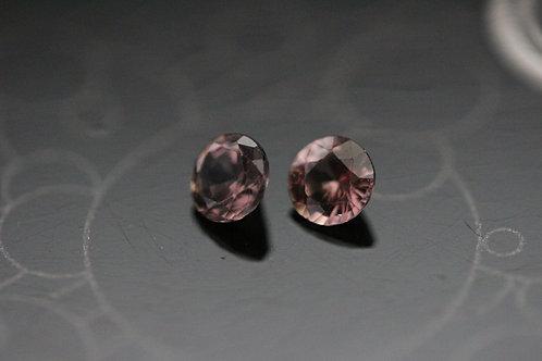 Paire de saphirs violets non chauffés - 0.68 carat - Madagascar