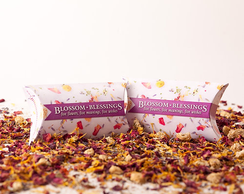 Pillow boxes of blossom blessing confetti