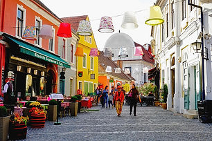 1-lampshades-hanging-in-szentendre-hunga