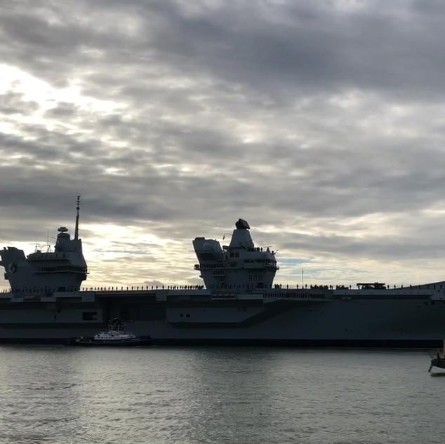 Video of HMS Queen Elizabeth coming into port