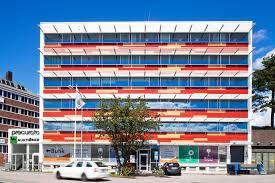 Formstad Auktioner finns på Gårdsfogdevägen 16 i Bromma