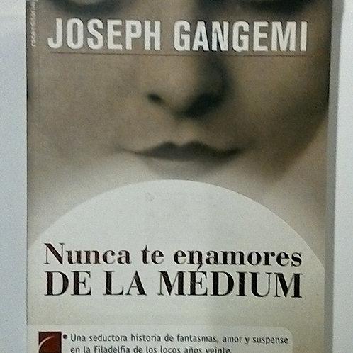Nunca te enamores de la Medium ( Joeph Gangemi