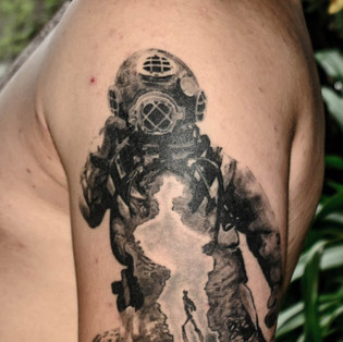 Diver healed black and grey.j