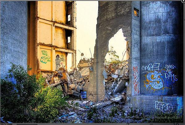 Hans Kawitzki Ruins 2.jpg