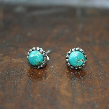 Detailed Round Turquoise Studs