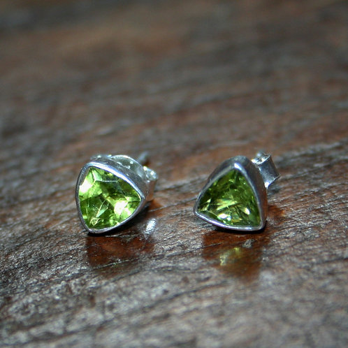 Triangular Perido Studs