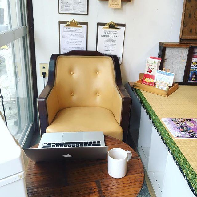 喫茶店の椅子