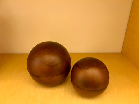 オーバルな木製の置物