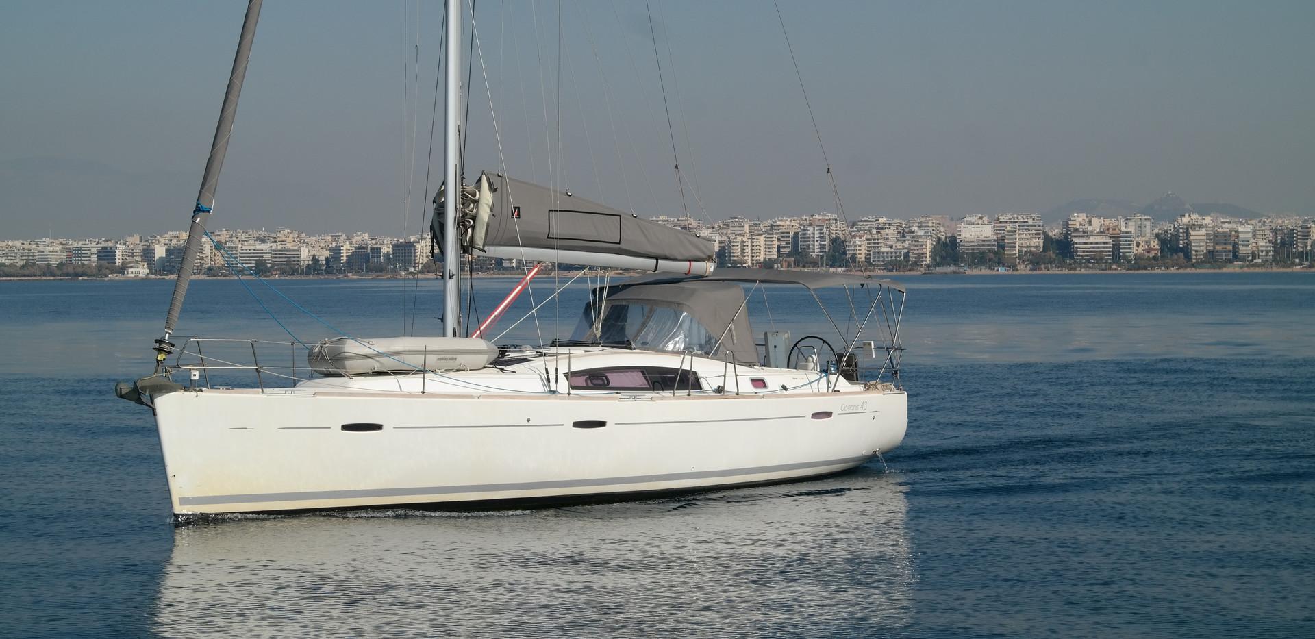 Oceanis 43 Ext 4.JPG