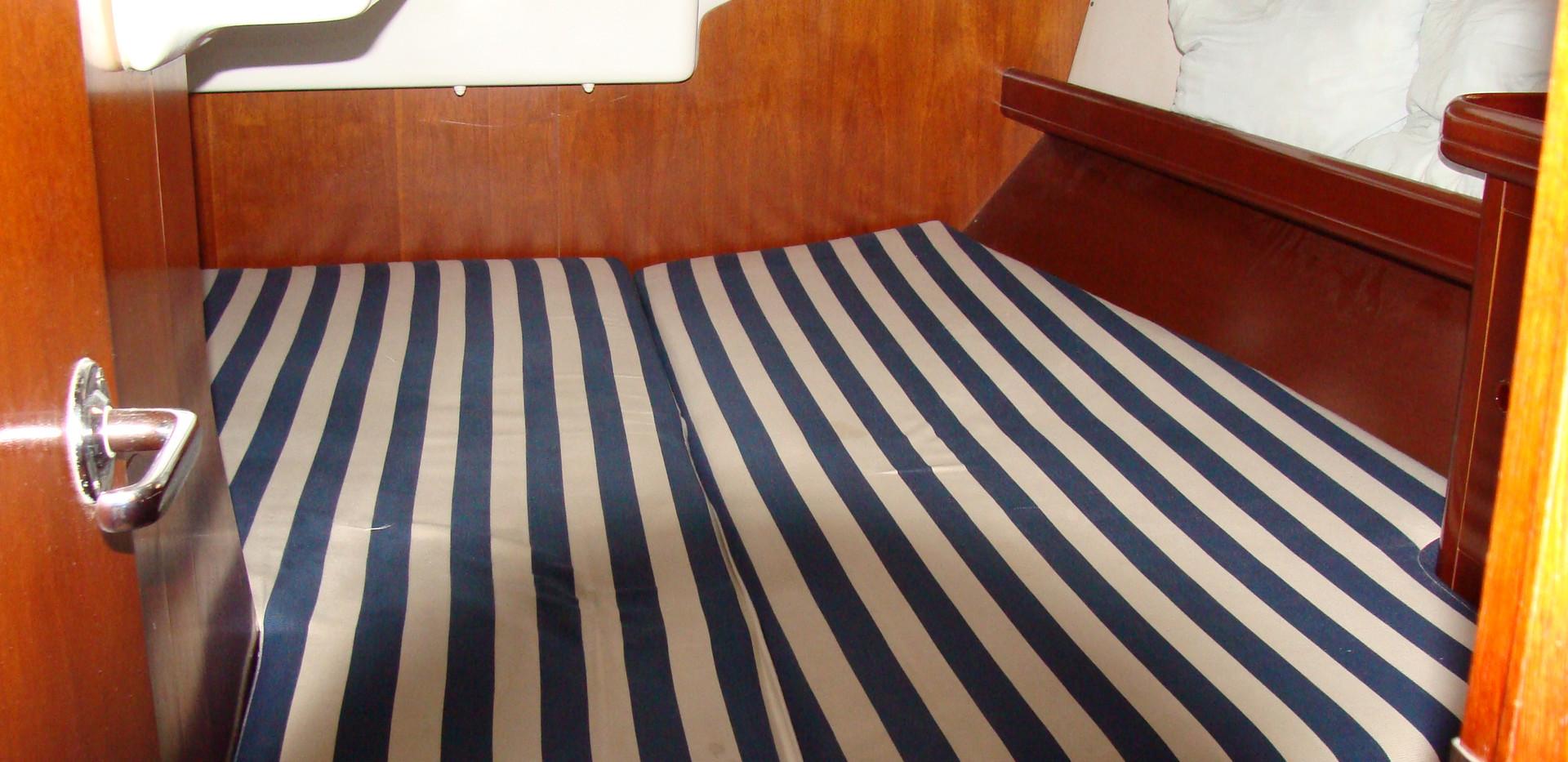 Oceanis 473 rear cabin.JPG