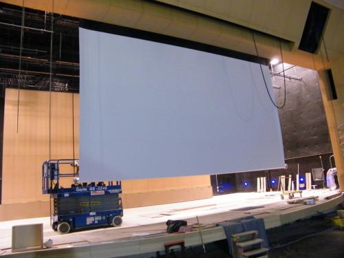 Écran polichinelle 34' (10.36 m) de largeur d'image