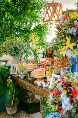 Mesa de doces despojado arranjo colorido