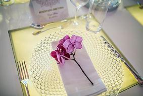 Souplast de crital, orquida phale pink, talheres de prata. Guadarnapo de linho branco.
