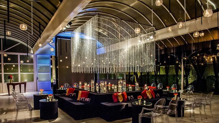 Lounge com lâminda de espelho