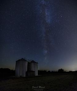 Voie Lactée sur silos à grain