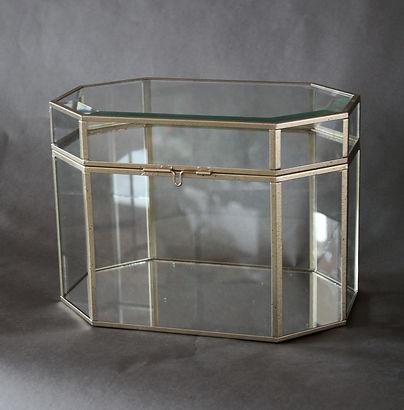 Stikla dāvanu kaste noma