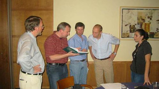 Discussing follower loads:  Left to Right  -  Ernst Rank, Alexander Duester, ZY,  Stefan Hatrmann and Idit Cohen – GIF annual meeting – Eilat, Israel, Sep. 2004