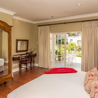 Luxury+Garden+Suite+.jpg