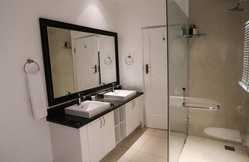 Superior bathroom 10.jpg