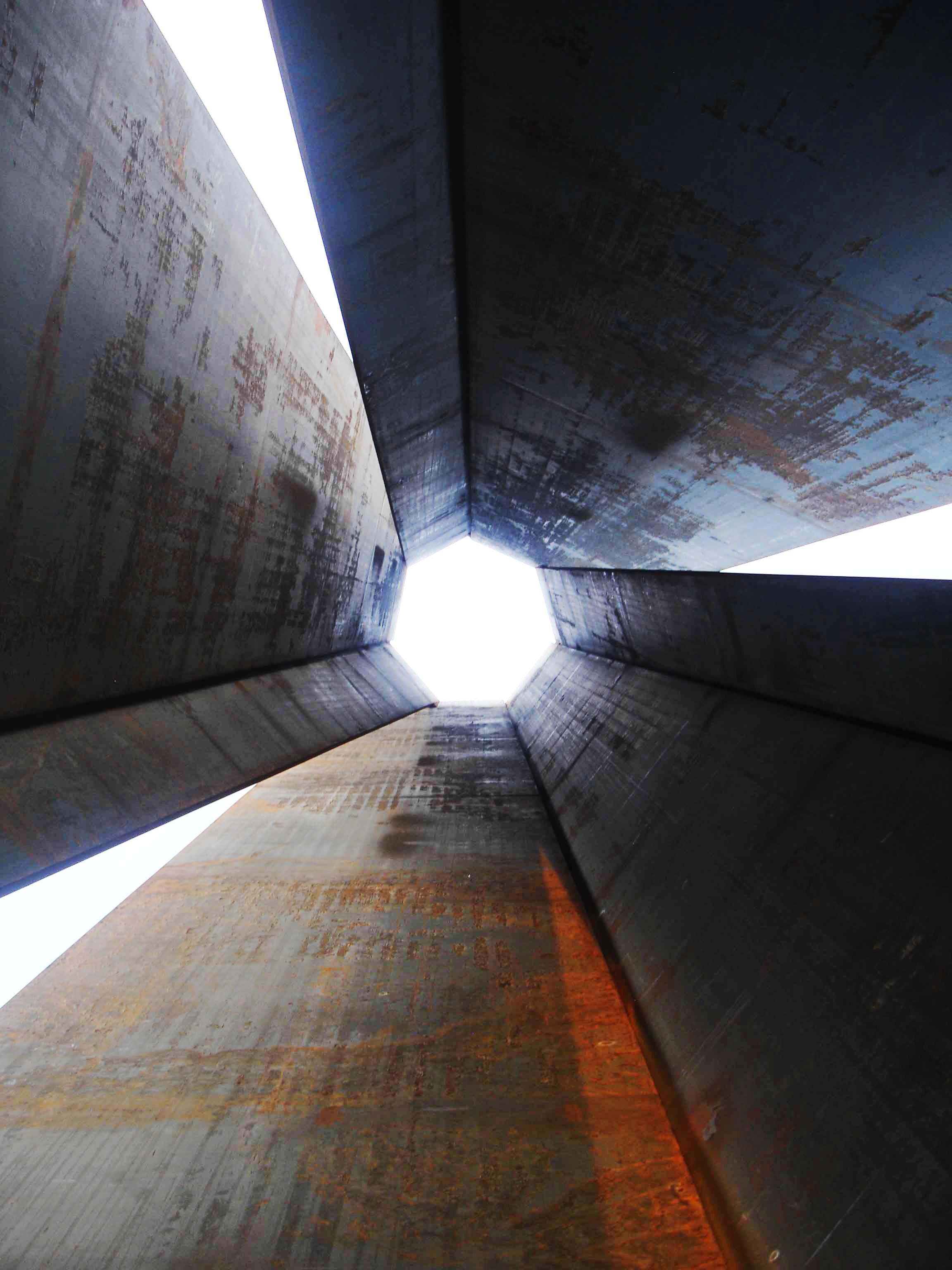 Richard Serra's 7