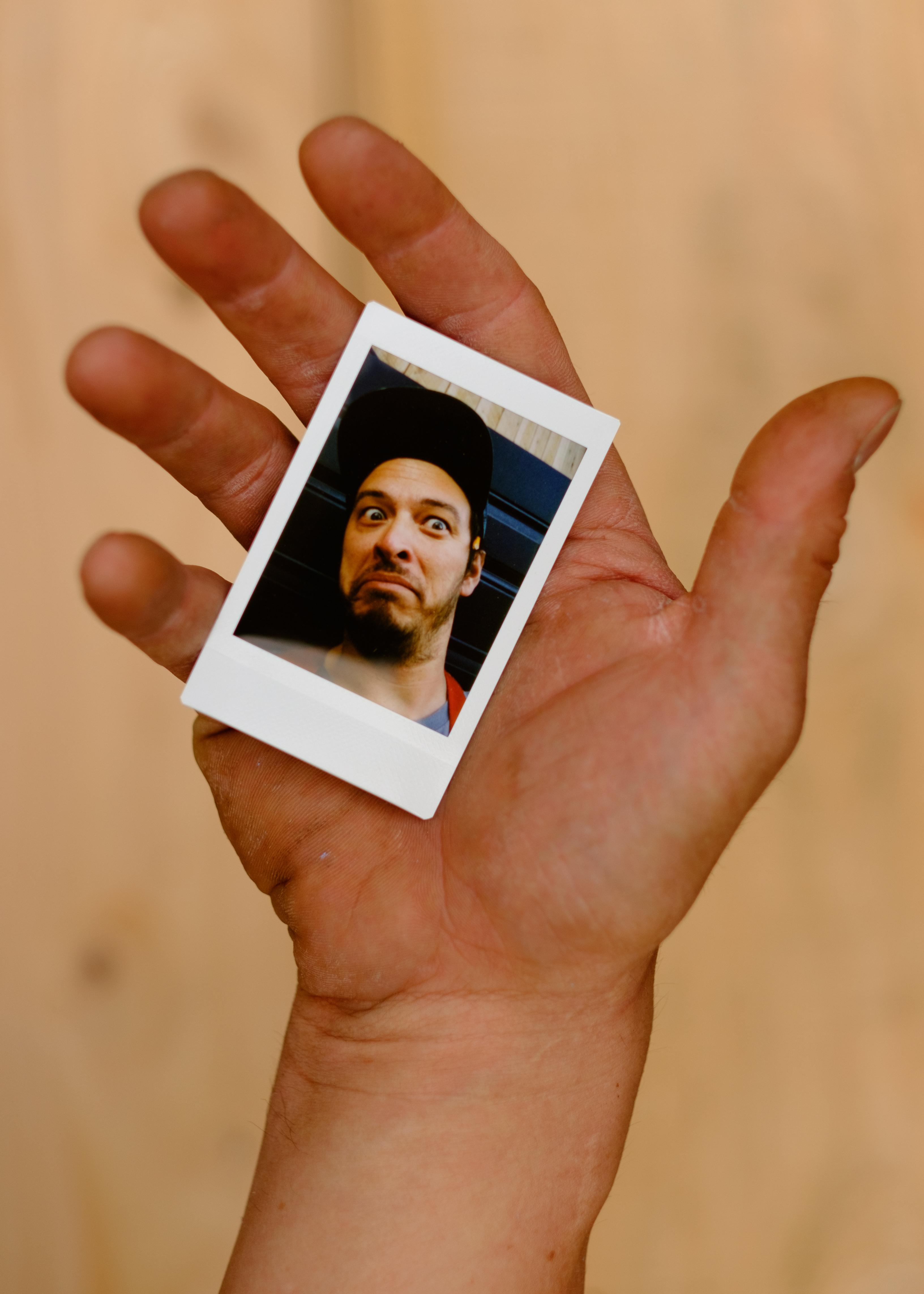 Olivier Bourget portrait dans la main-35