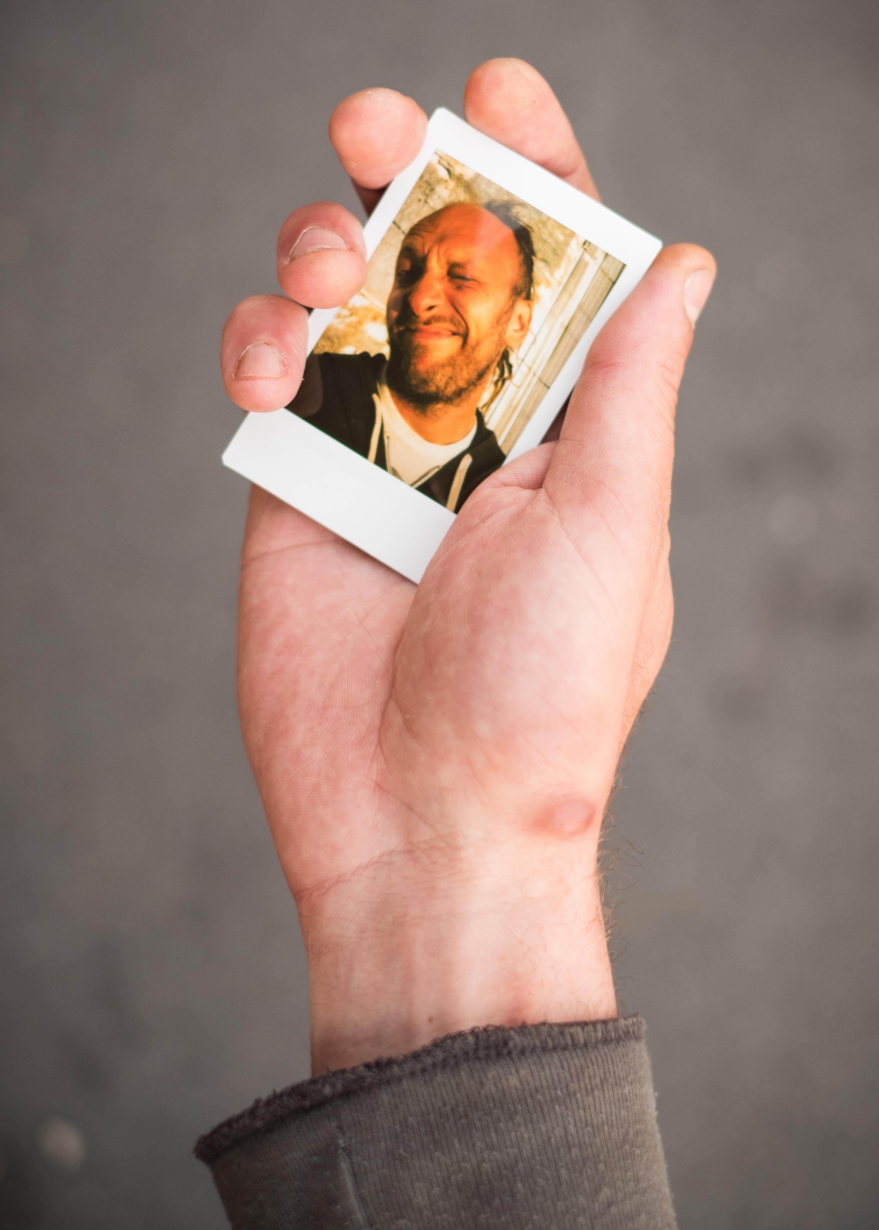 Olivier Bourget portrait dans la main-24