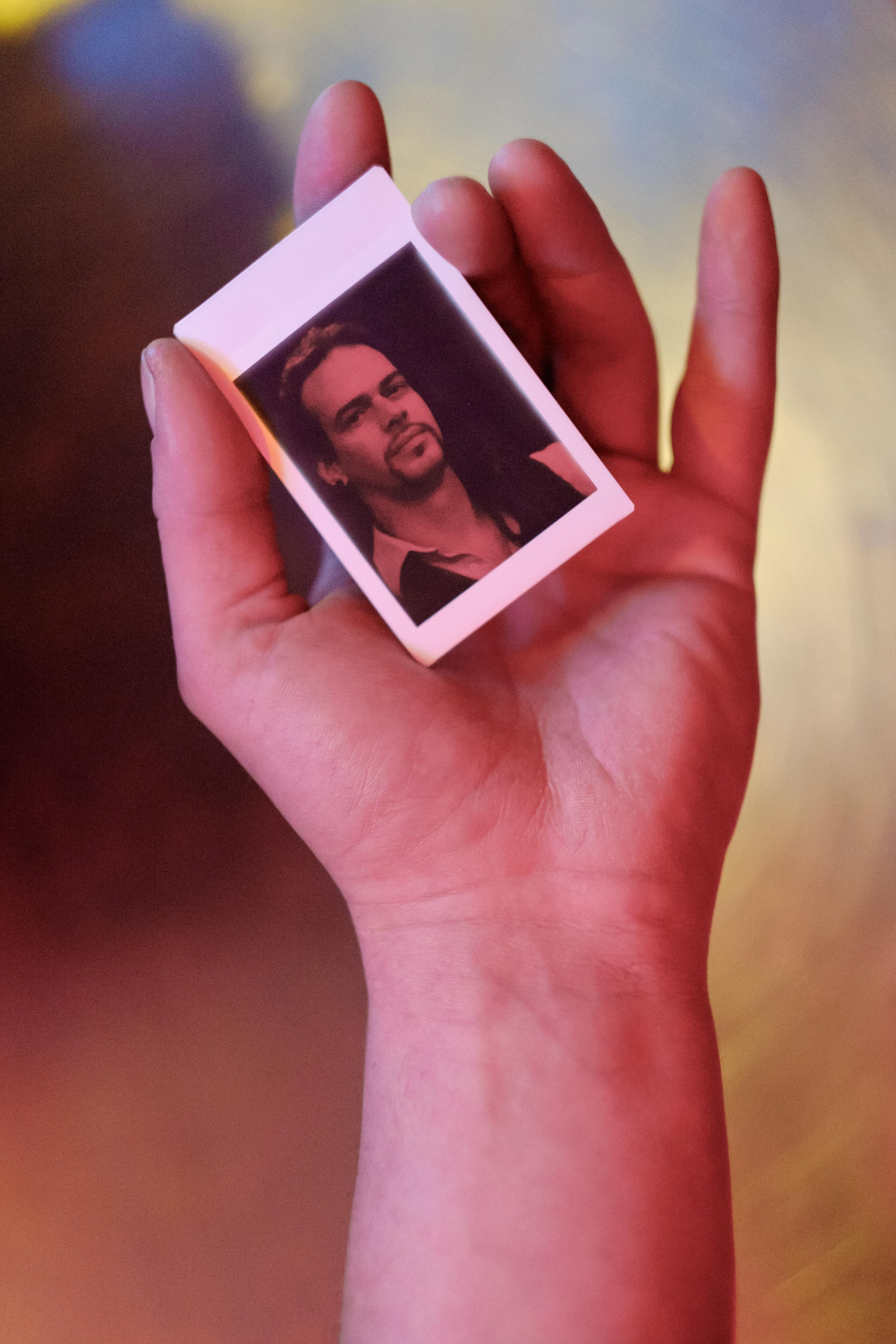 Olivier Bourget portrait dans la main-135