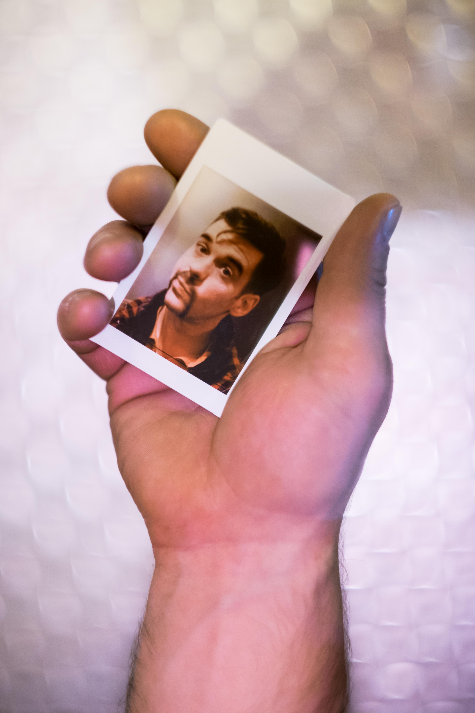 Olivier Bourget portrait dans la main-192
