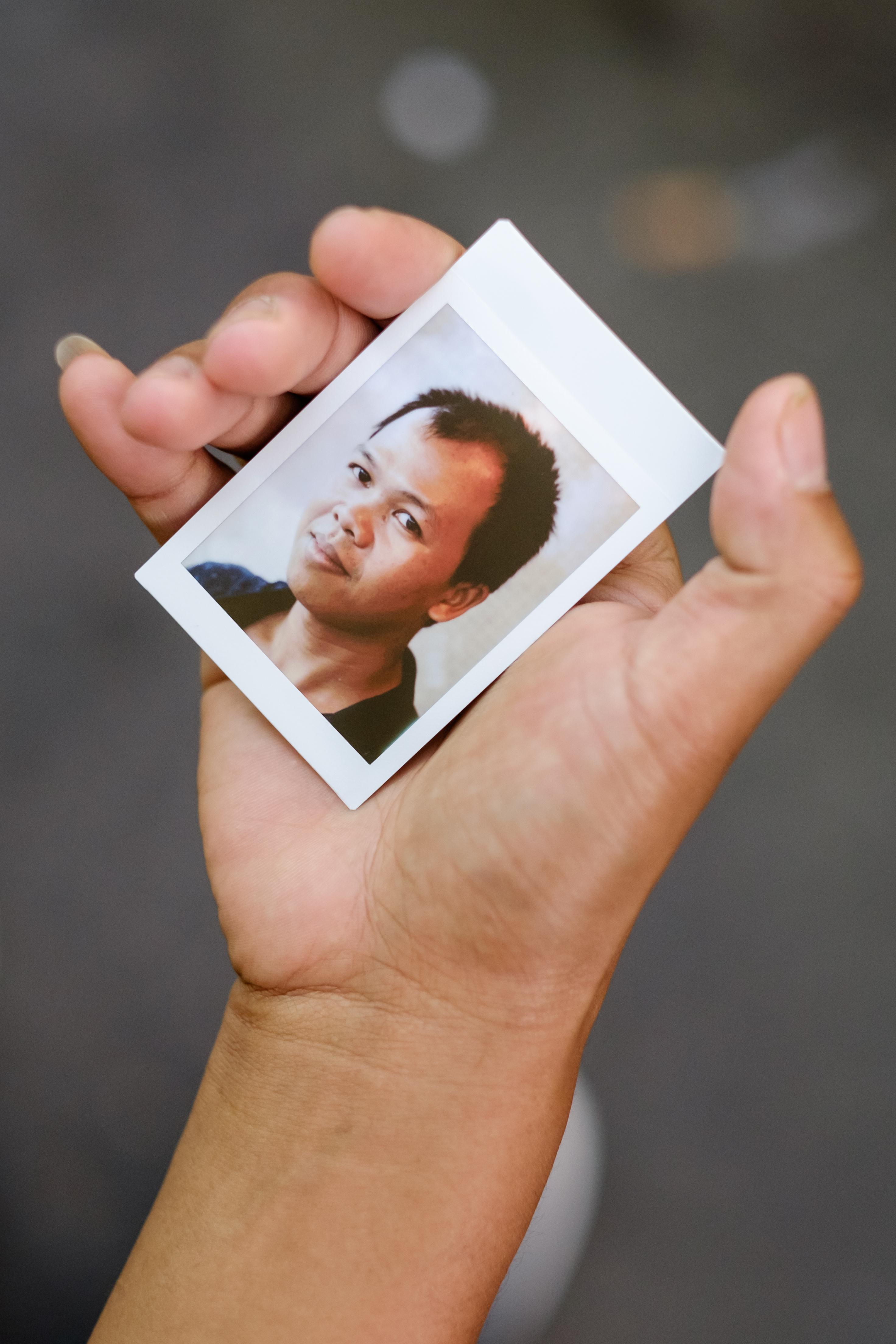 Olivier Bourget portrait dans la main-130