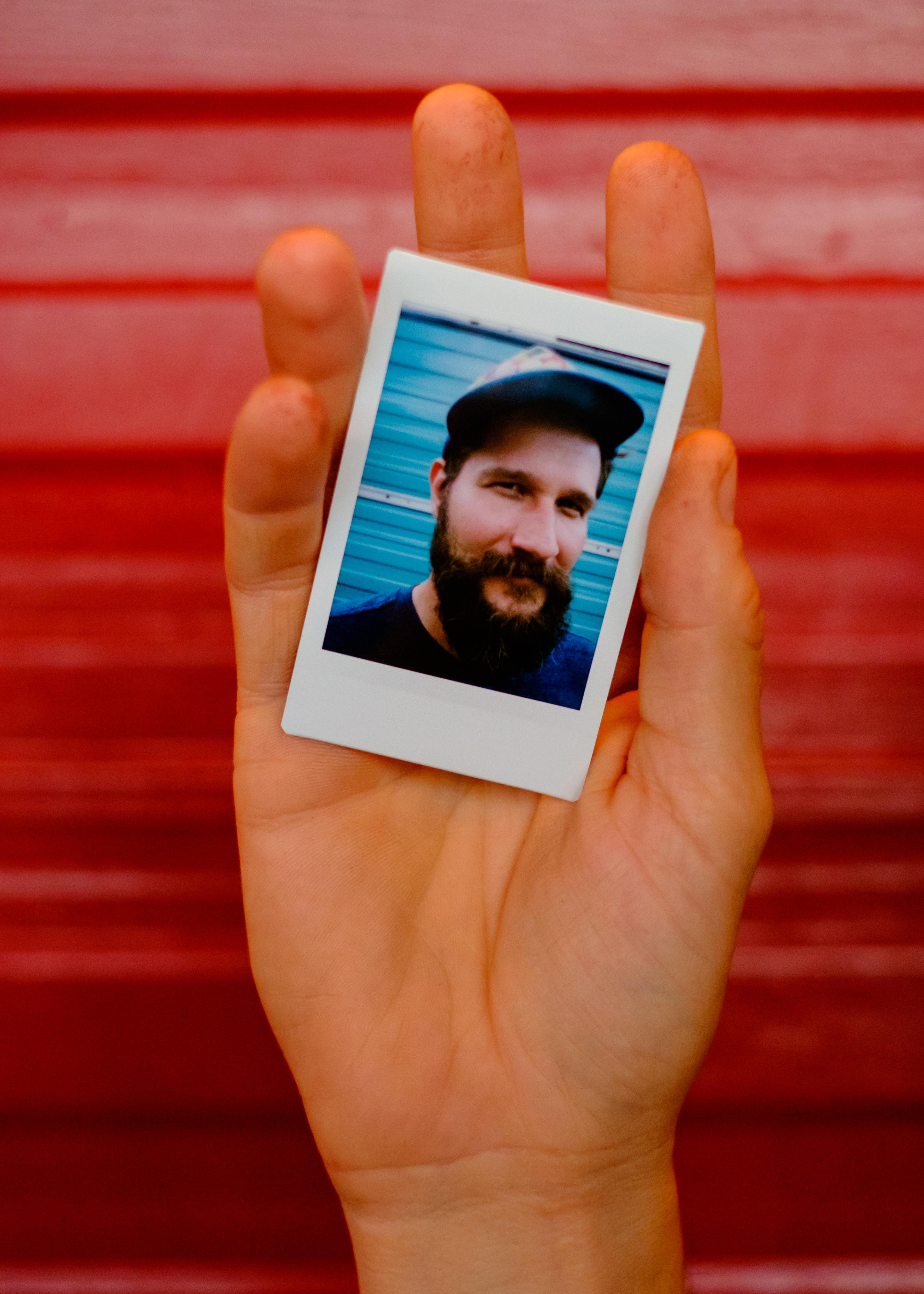 Olivier Bourget portrait dans la main-60