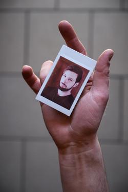 Olivier Bourget portrait dans la main-193