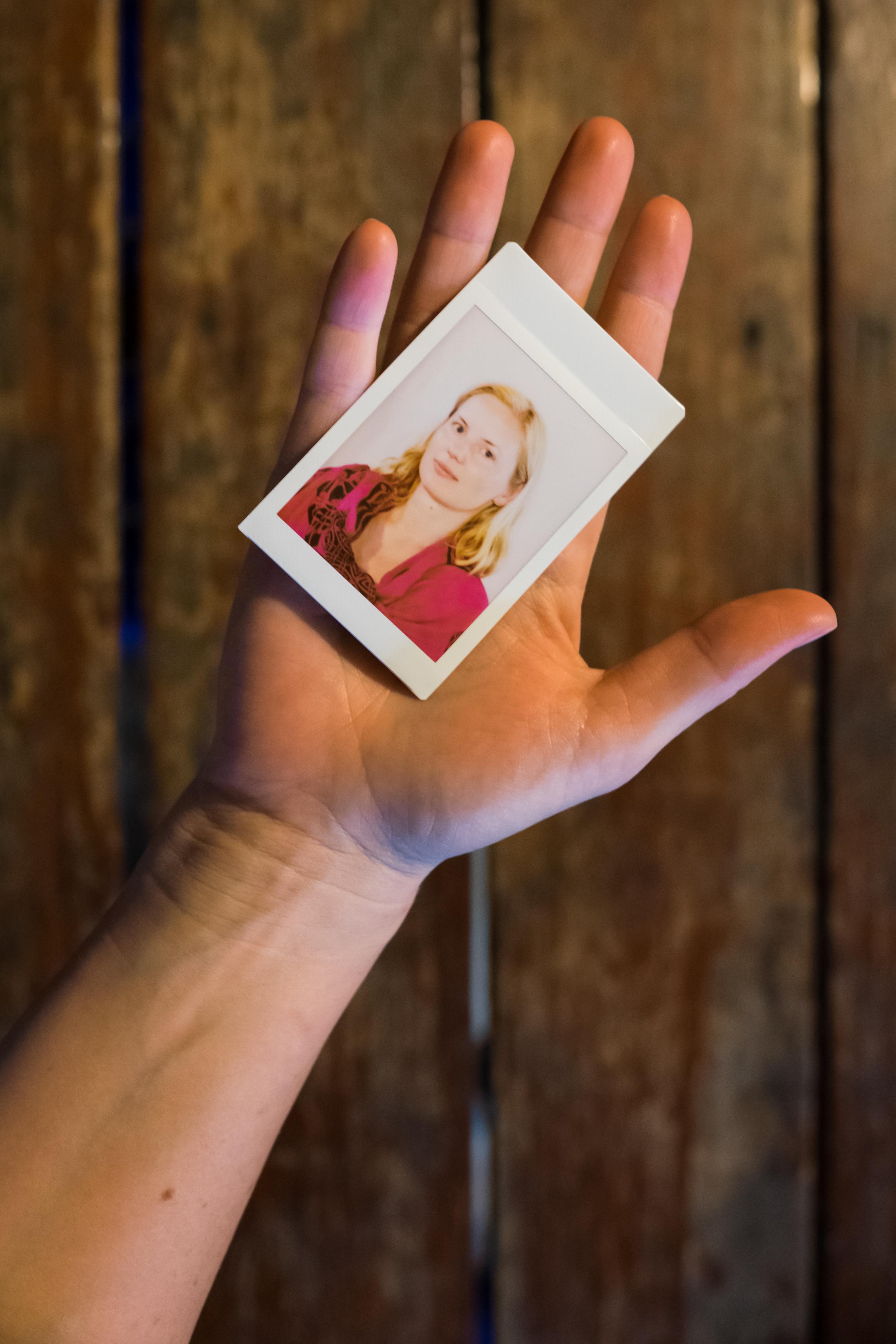 Olivier Bourget portrait dans la main-100