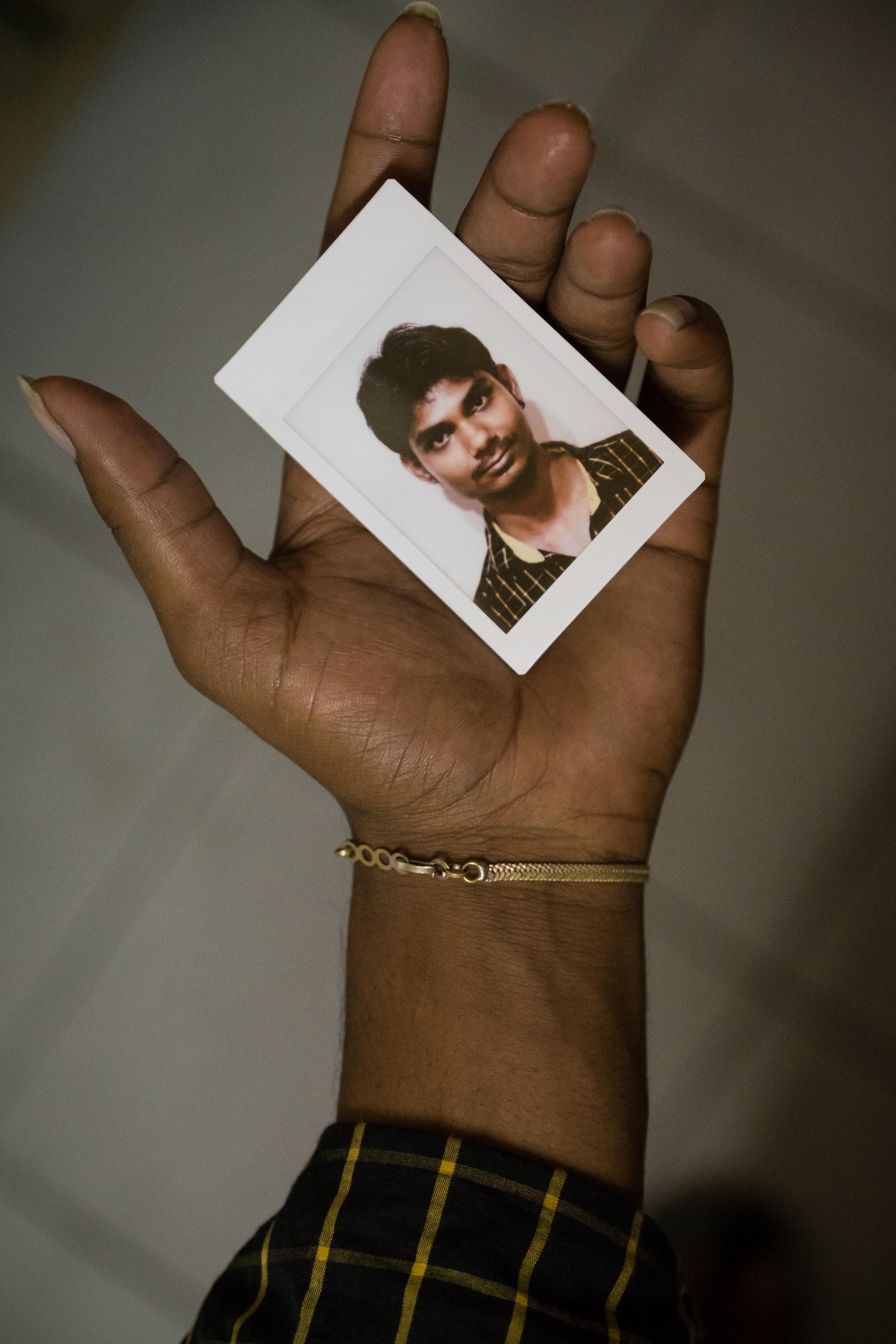 Olivier Bourget portrait dans la main-188