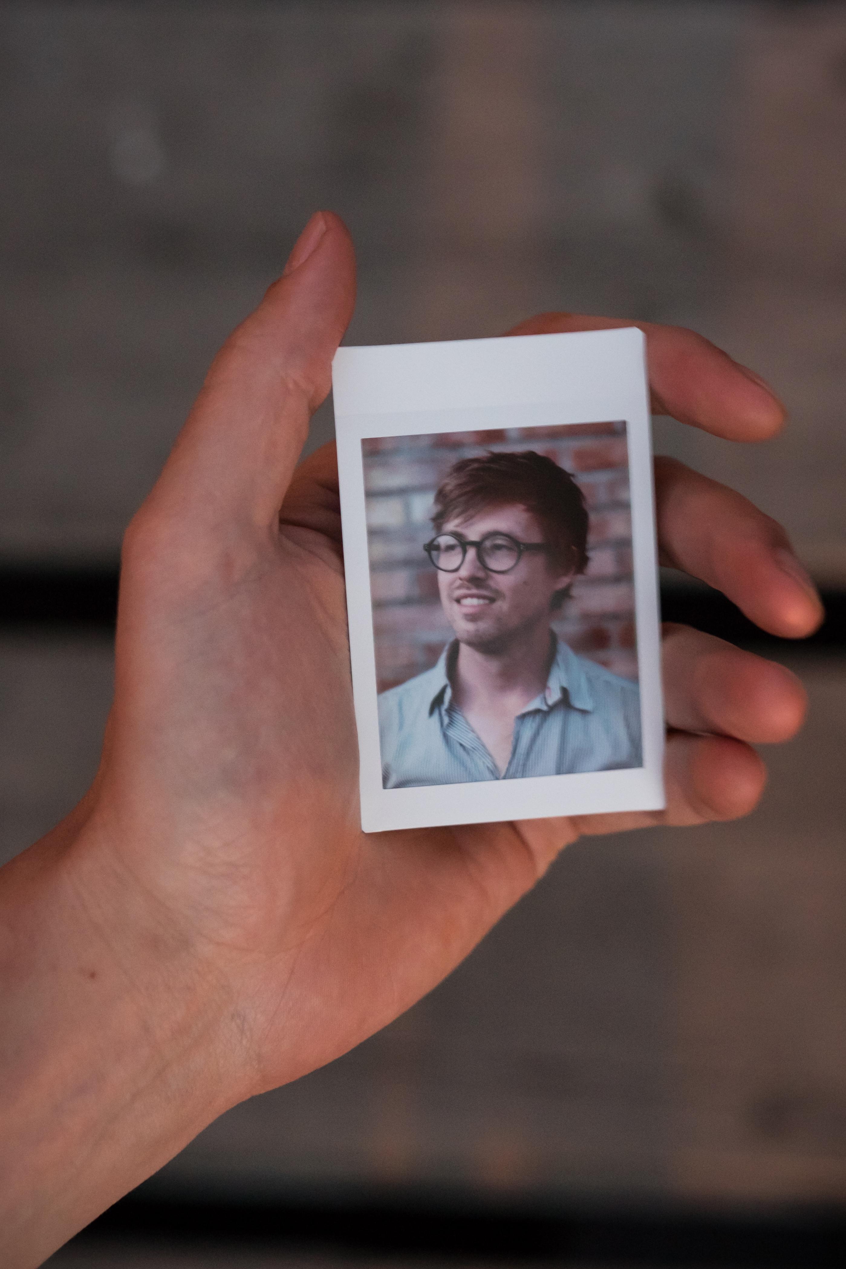 Olivier Bourget portrait dans la main-143
