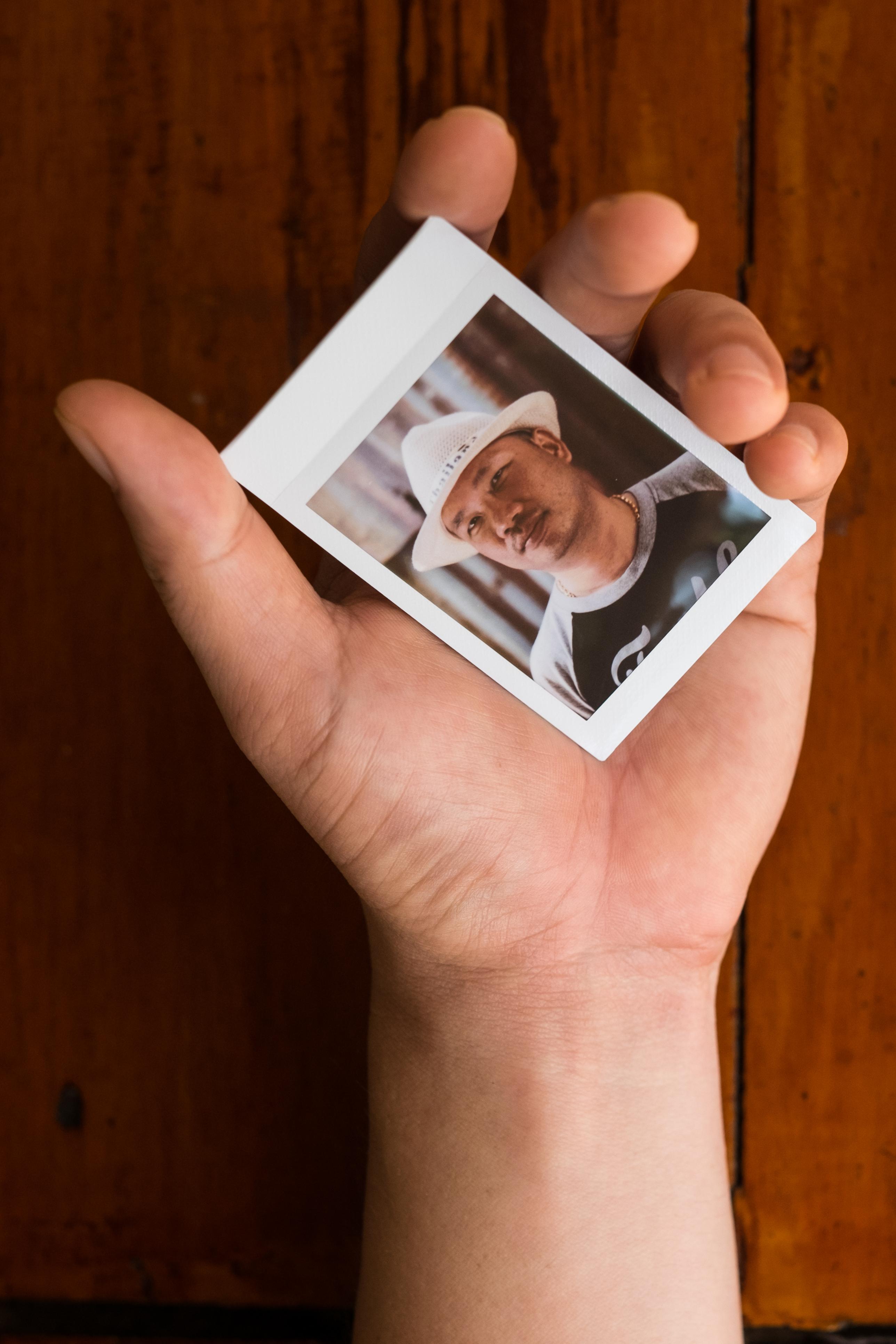 Olivier Bourget portrait dans la main-121