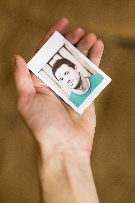Olivier Bourget portrait dans la main-126