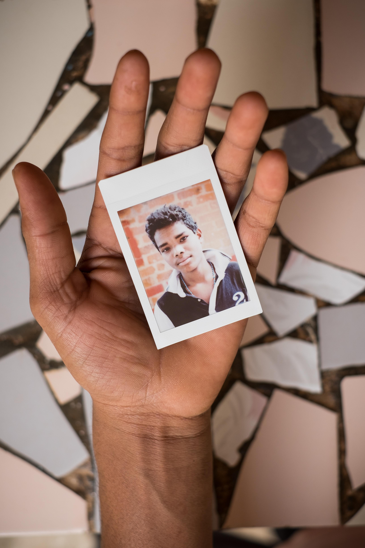 Olivier Bourget portrait dans la main-155