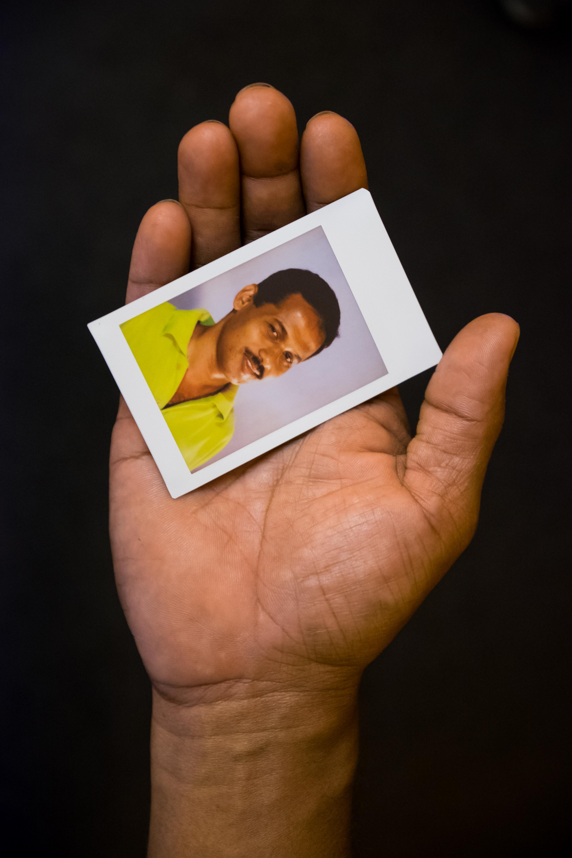 Olivier Bourget portrait dans la main-177