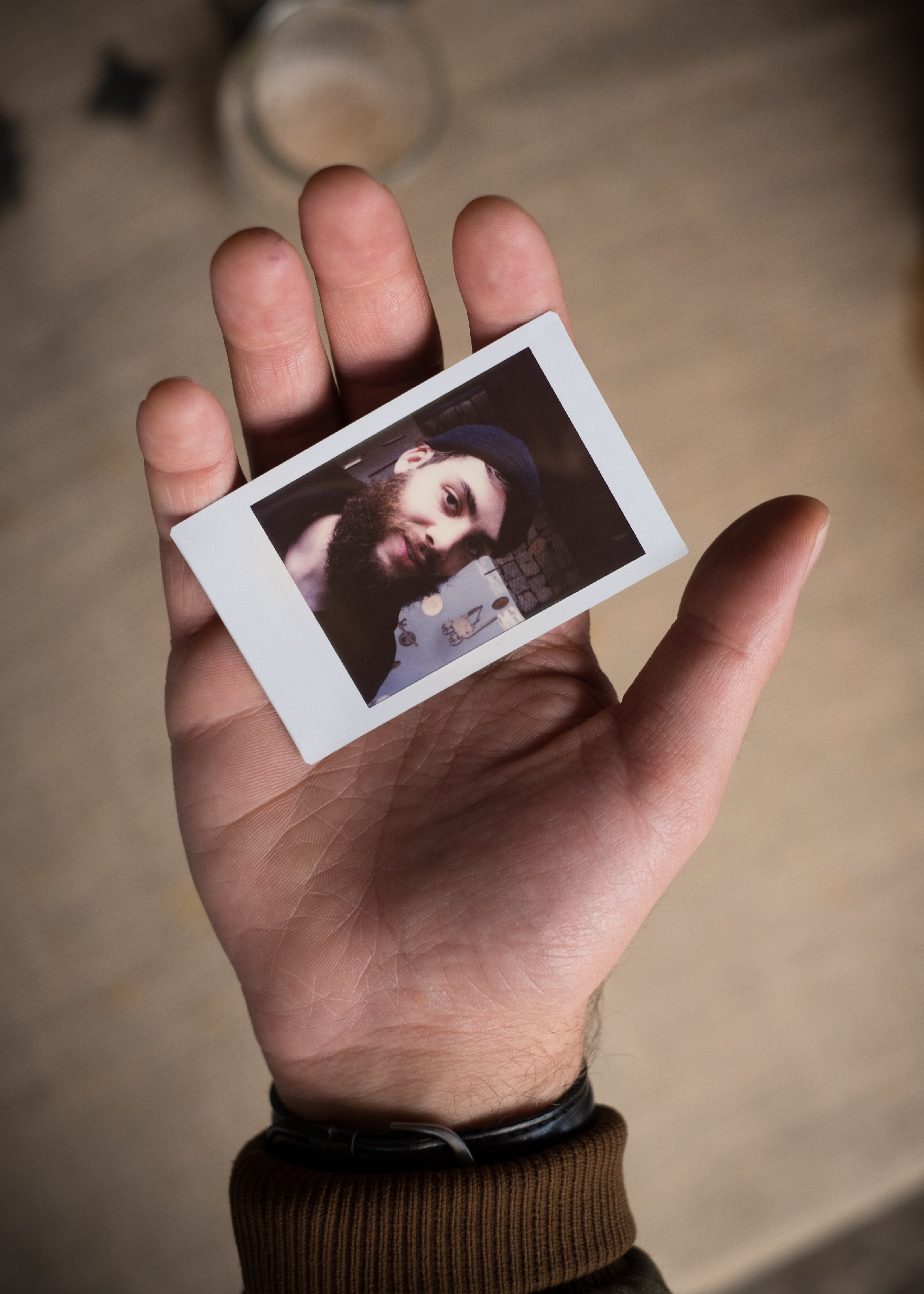 Olivier Bourget portrait dans la main-78
