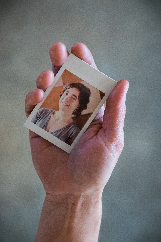Olivier Bourget portrait dans la main-190