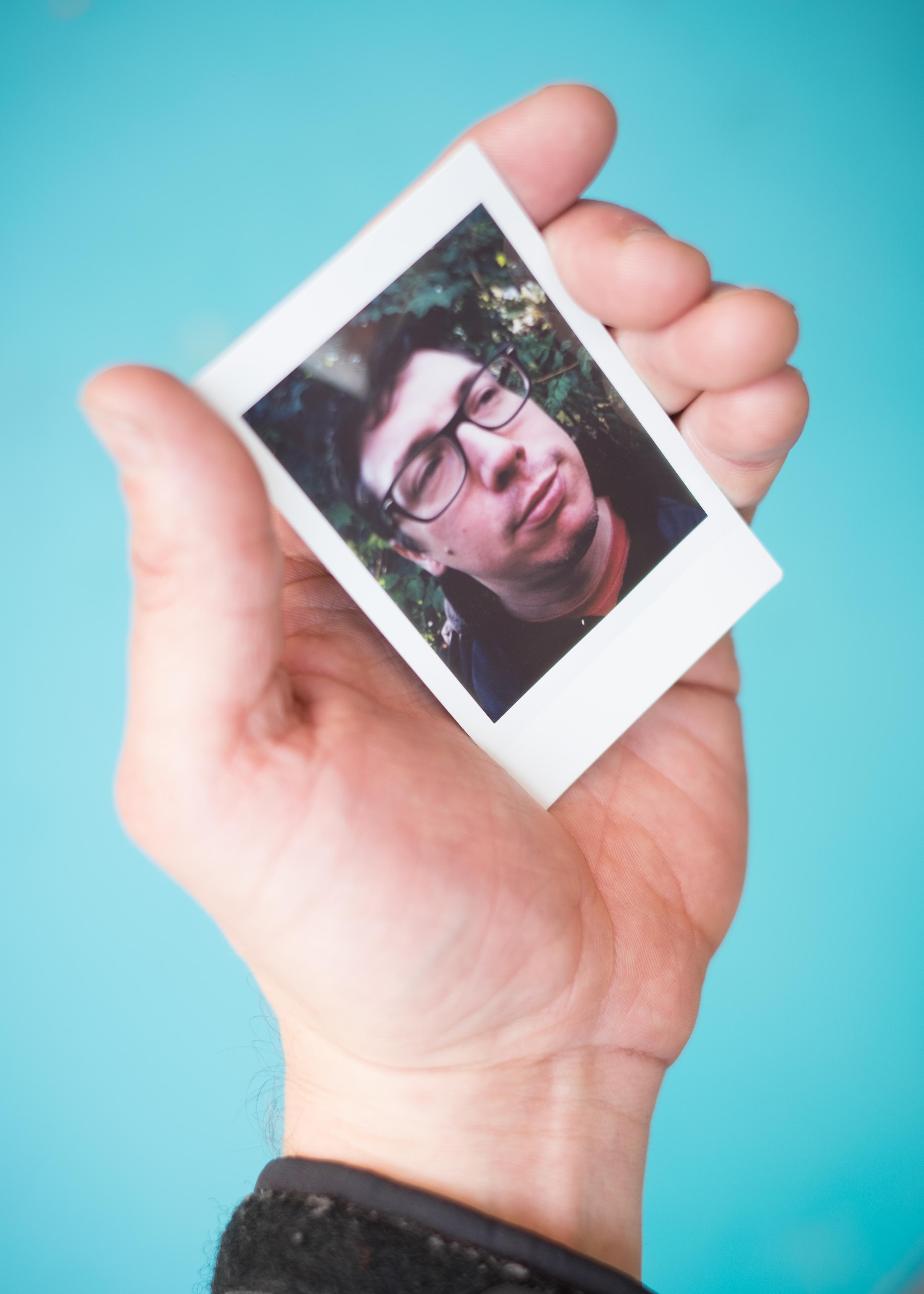 Olivier Bourget portrait dans la main-76