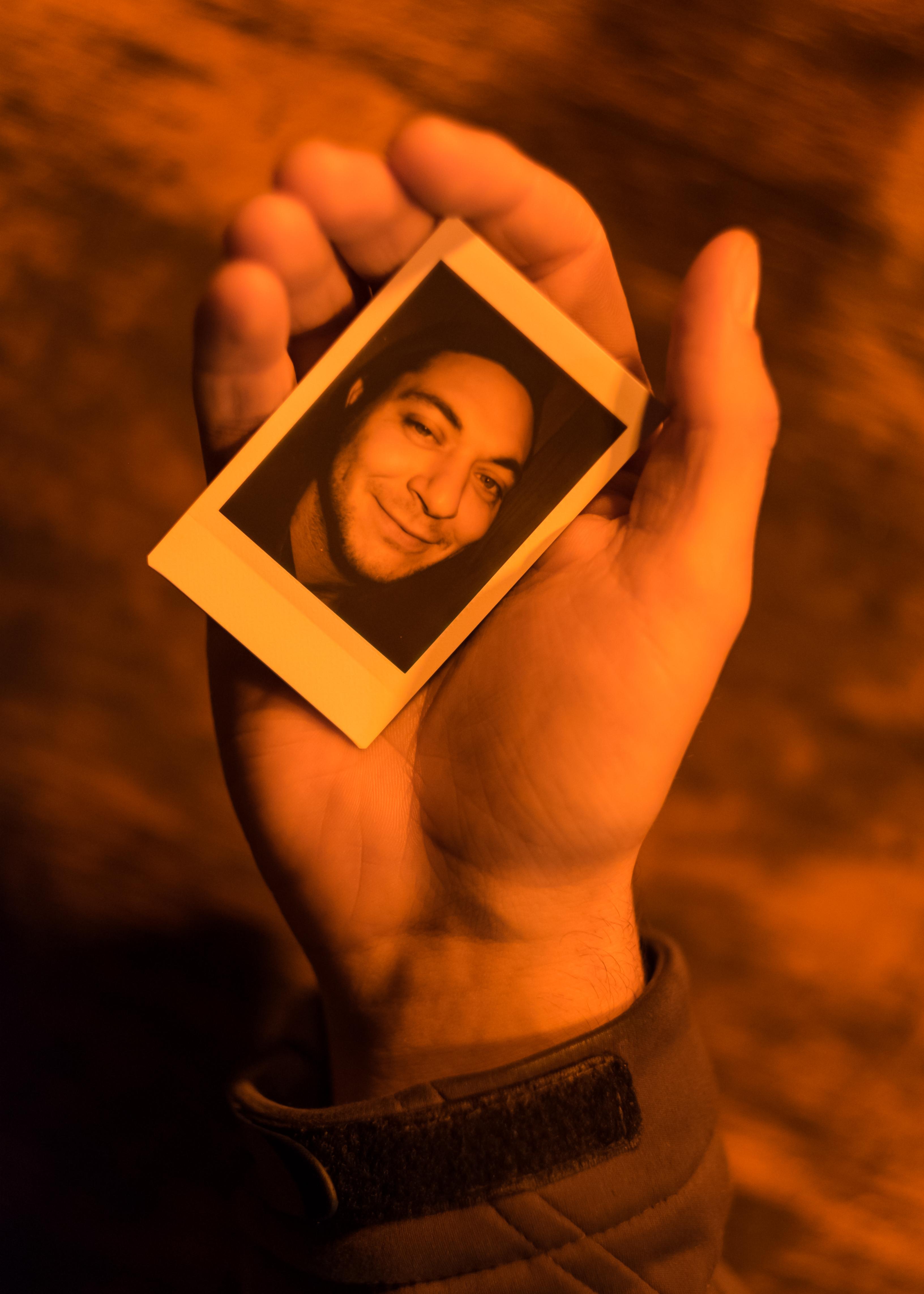 Olivier Bourget portrait dans la main-83