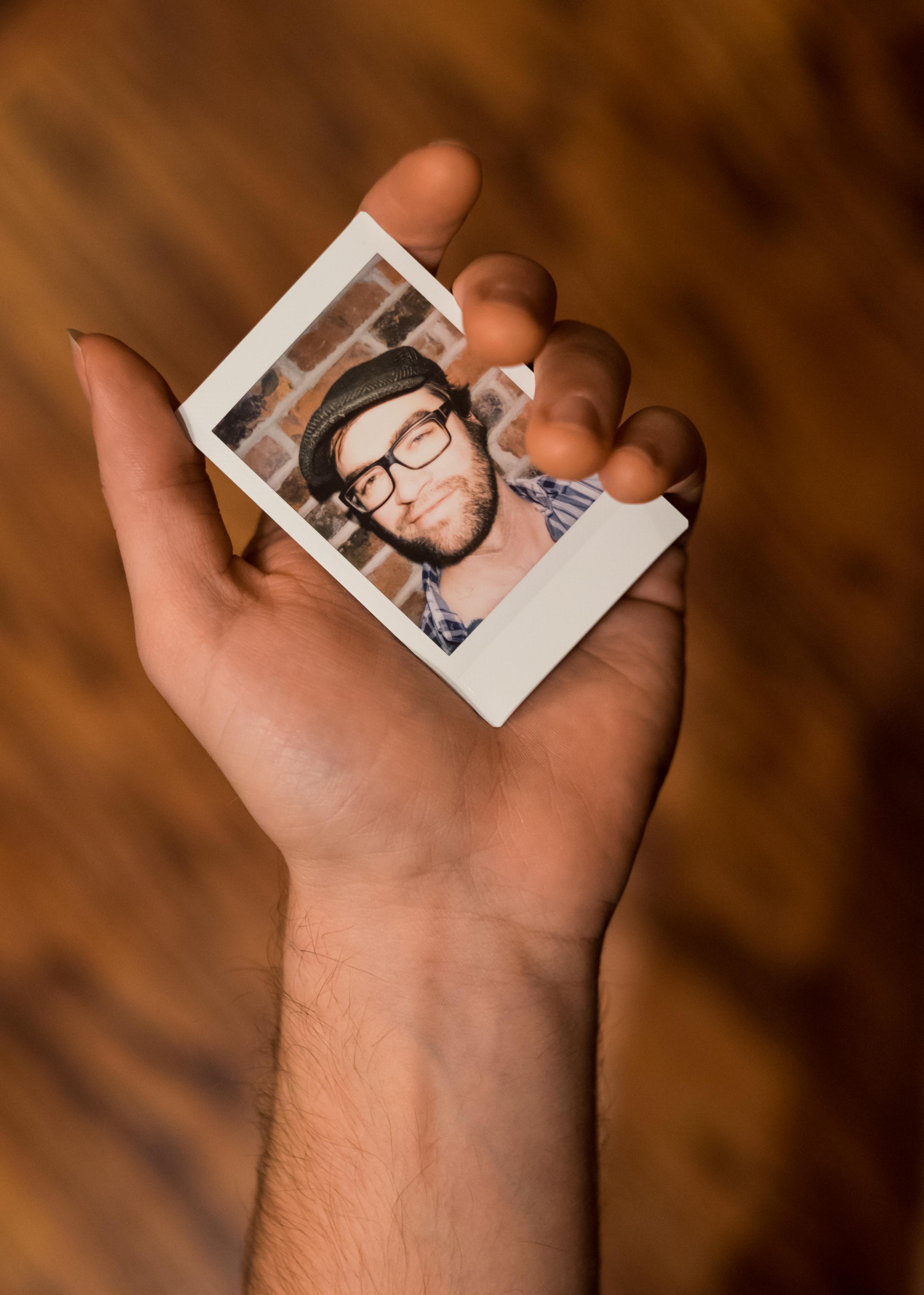 Olivier Bourget portrait dans la main-85