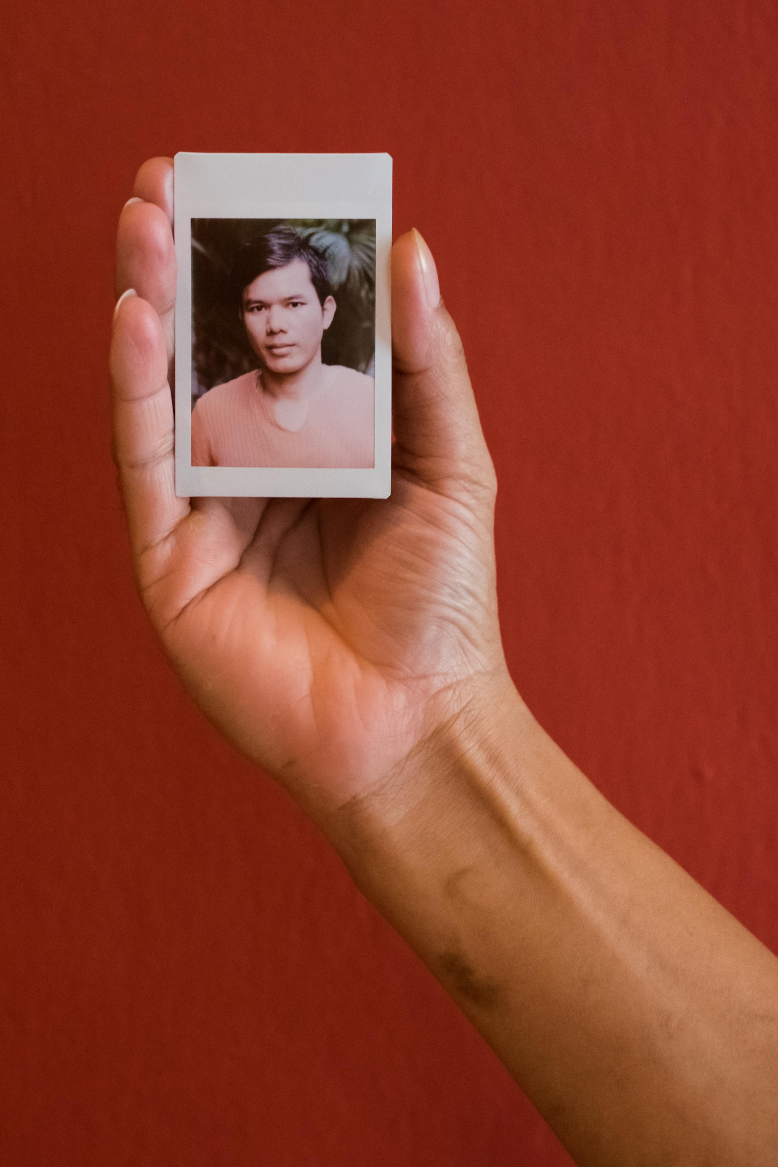 Olivier Bourget portrait dans la main-106
