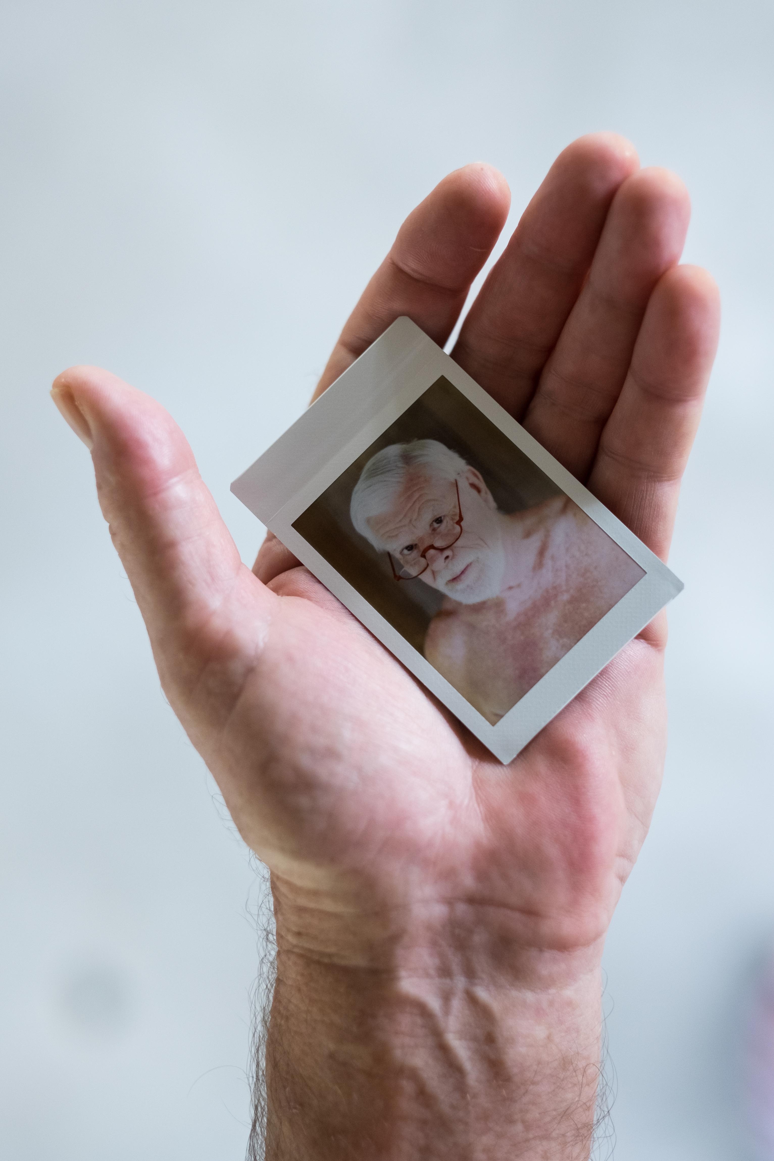 Olivier Bourget portrait dans la main-97