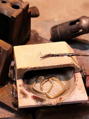 Aus alten Ringen werden neue Trauringe
